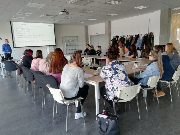 """Spolupráce školy s odborníky z praxe """"Cesty podnikání"""""""
